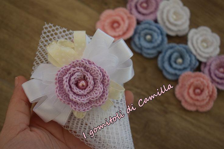 In questo tutorial vi spiego come realizzare delle piccole e delicate roselline a uncinetto. Cliccate sulla foto per le spiegazioni e lo schema.