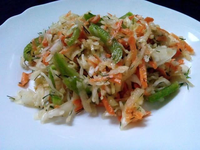 magiczna kuchnia Kasi: Surówka z białej kapusty z papryką