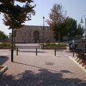 *Φρούριο-Πρόκειται για τον χώρο στον οποίο έχουν βρεθεί οι πρώτες ενδείξεις κατοίκησης της πόλης από τη νεολιθική ακόμα περίοδο, αργότερα αποτέλεσε την αρχαία ακρόπολη της πόλης και στην νότια πλευρά του βρίσκεται το πρώτο αρχαίο θέατρο.