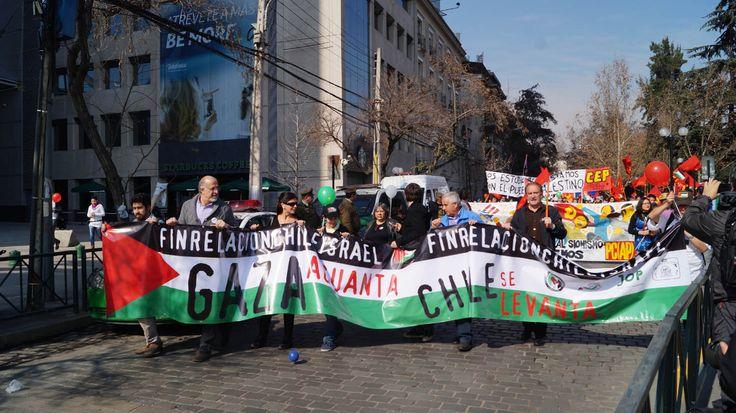 Descendientes de Palestinos y Palestinos, más Chilenos, se reunieron en el centro de la ciudad para manifestarse en contra de la guerra en Gaza