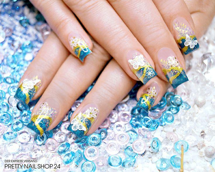 #trendstyle #stars #petrol #nails Weiße Blüten und Schmetterlinge sorgen bei dieser Nailart für einen Hauch von Romantik. Das wirkt auf dem edlen Hintergrund in petrol und gold ganz besonders intensiv. Mit dem Farbgel türkis Glitter (Art.-Nr.: 2136), dem Nailart Pen gold glimmer (Art.-Nr.: 487) und der Stamping-Schablone M76 (Art.-Nr.: 2621) könnt Ihr so ein Design ganz leicht nachmachen.