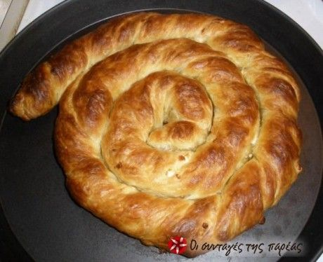 The easiest tyropita (feta cheese pie) ever (@sintagespareas.gr)