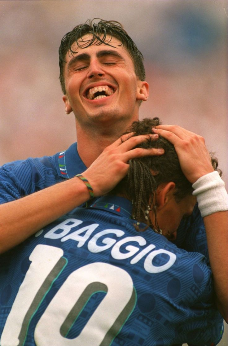 a biography of roberto baggio a football player An italian legend, most fans of the game are likely familiar with the prolific  footballer if not, 2016 epoch authentica roberto baggio official collection: life  of the.