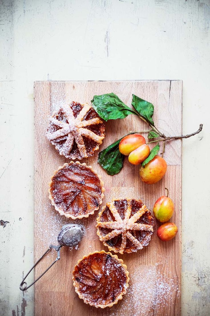 Plum pies. Recipe, food styling & photography: Louise Ljung