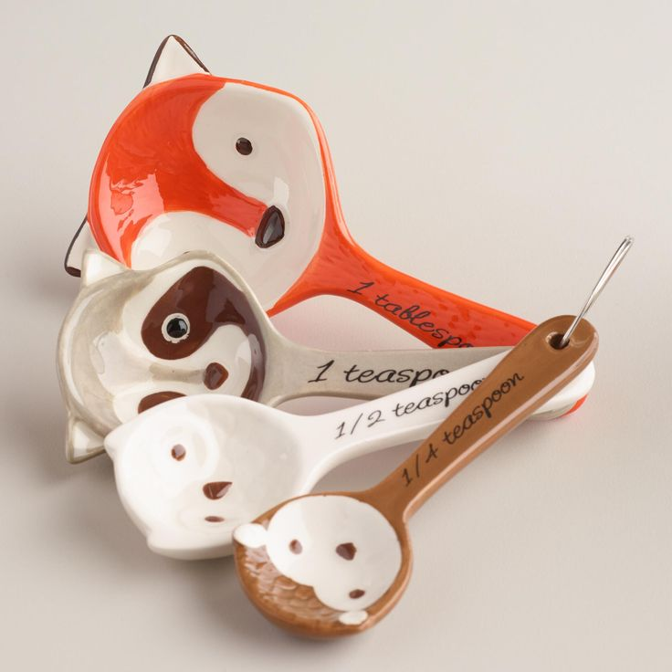 A red fox, raccoon, owl and hedgehog are featured in these nesting measuring spoons. A great gift set for the fall baking season, these detailed spoons are a charming match with our Woodland Critters