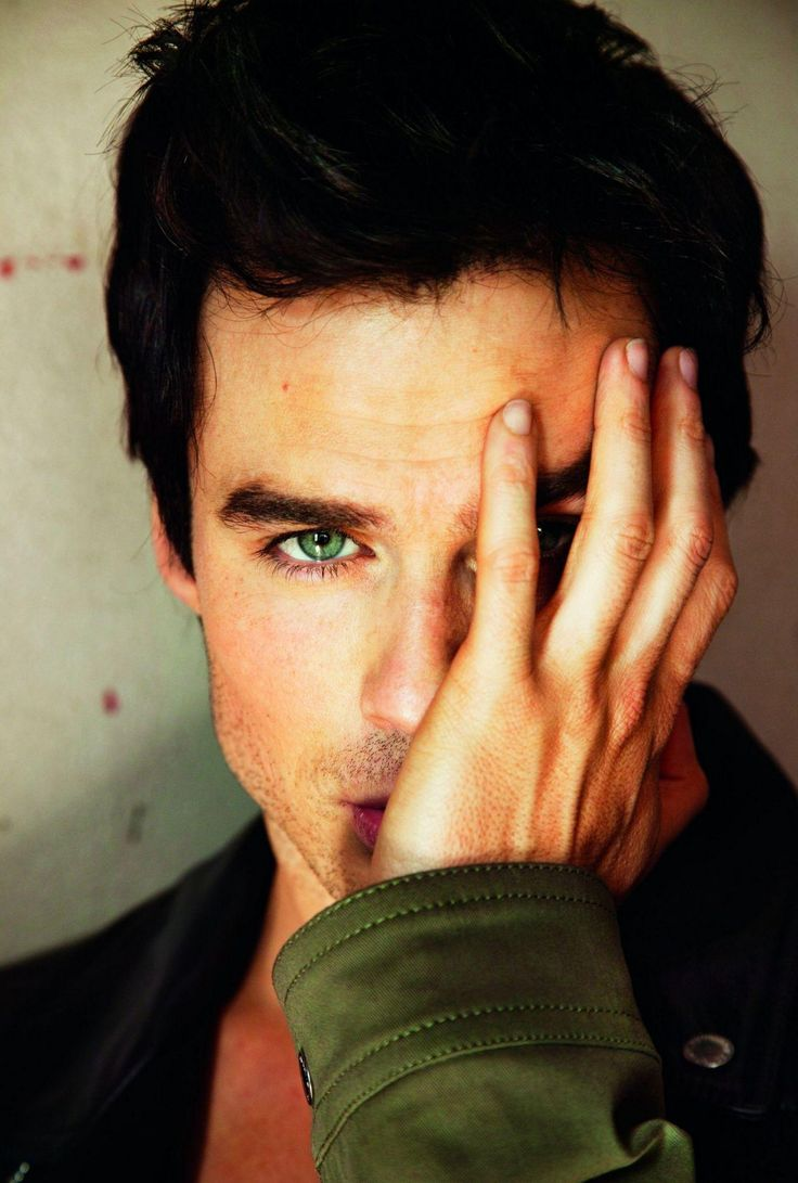 Ian Sommerhalder/ why aré you covering your face boo?
