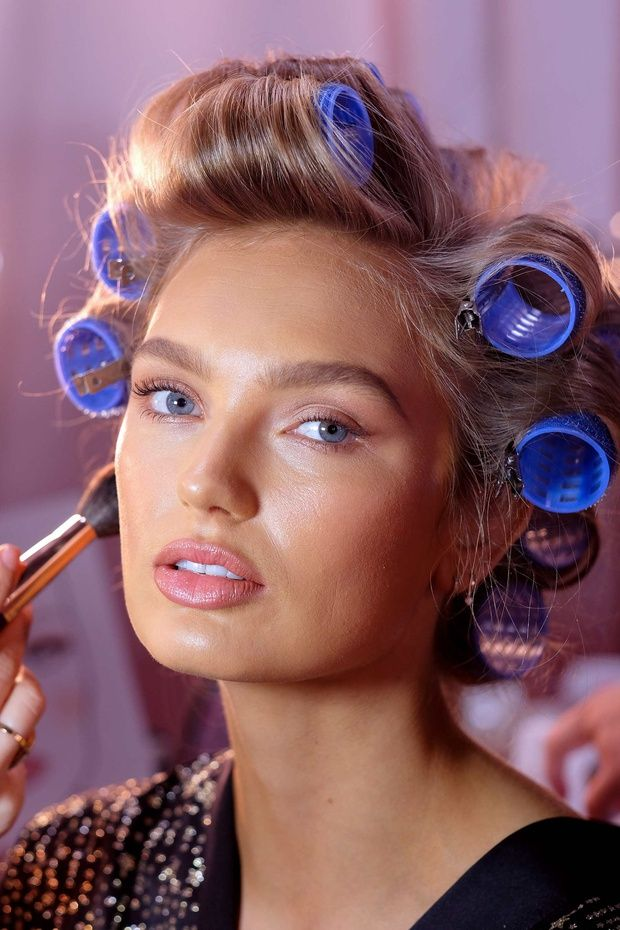 Romee Strijd at backstage from the 2018 victoria's Secret Fashion Show.