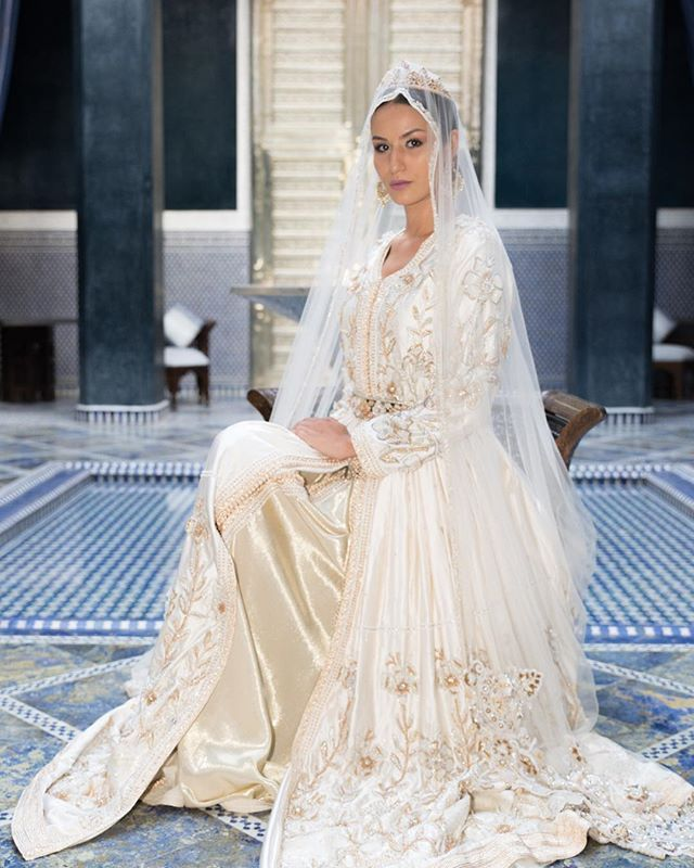 Caftan Mariee القفطان المغربي الأصيل اناقة اصالة معاصرةالتقاليد المغربيةمراكش فندق رويال منصور Orientalfashionshow O Moroccan Dress Dresses Wedding Dresses