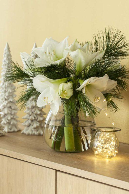 Adventstid er ventetid. Pynt med blomster mens du nyter ventetiden.