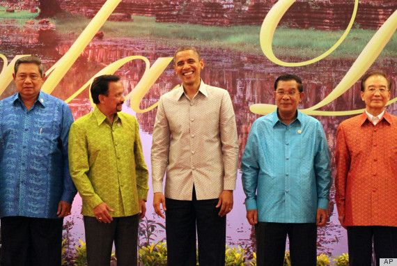 @SBYudhoyono Hasanal Bolkiah President @barackobama Wears Batik Shirt In Cambodia, Looks Awesome