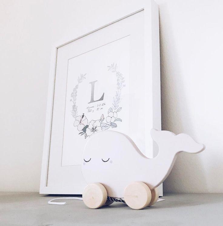"""16 gilla-markeringar, 6 kommentarer - DEKORI (@dekori_tavlor) på Instagram: """"Fredag 💓 #barnrum #personligtavla #inredning #design #baby #interiör #namntavla #barntavla…"""""""