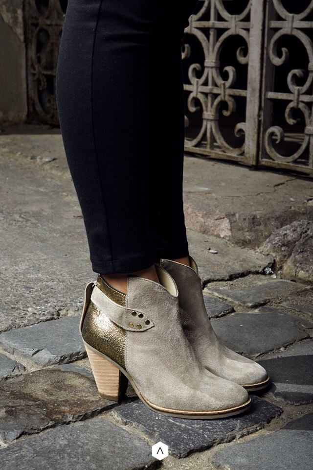 Nuestro modelo Dysis, perfecto para usar con tonos rojizos y verde militar. Disponibles en www.atheneavita.com #atheneavita #shoes