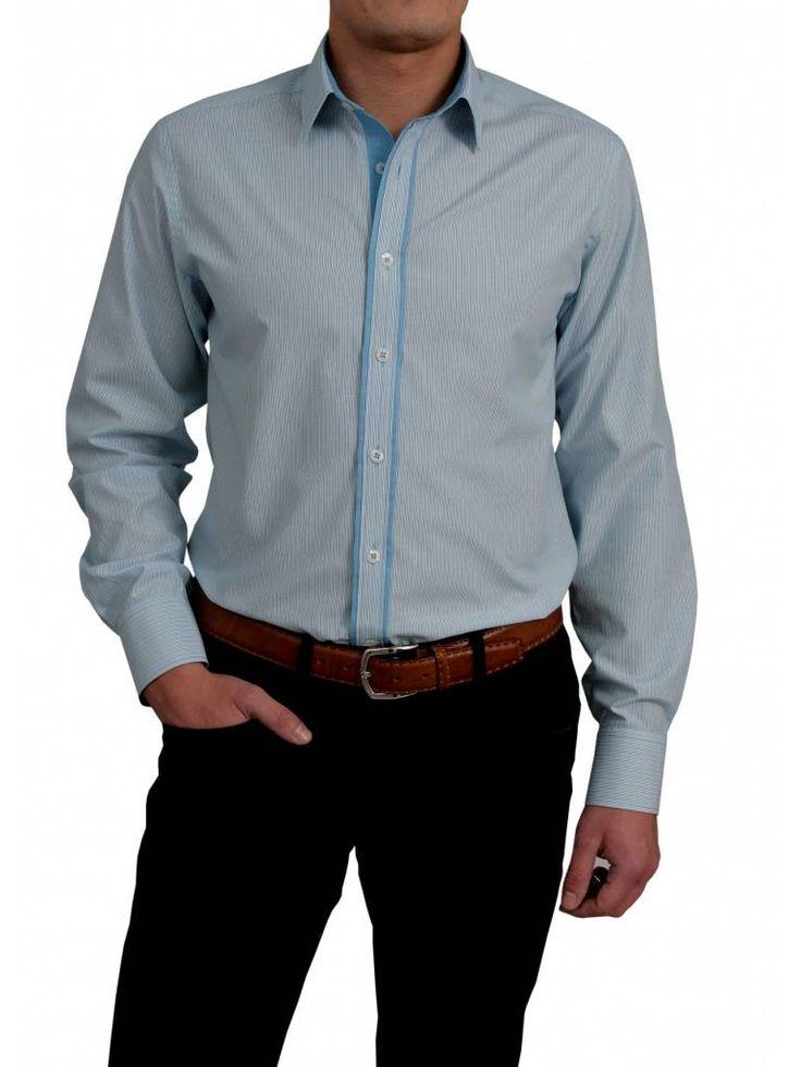 Mooi wit overhemd met turquoise strepen van het merk Vegea.