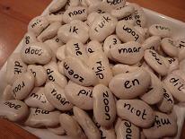 Woordbonen: de woorden van kern 1 t/m 3 van VLL voor eindeloos speelplezier. De woorden en suggesties voor activiteiten staan in de leermiddelendatabase van Digischool: http://leermiddel.digischool.nl/po/leermiddel/6d9e04e818be948b6e650cdf132c268f