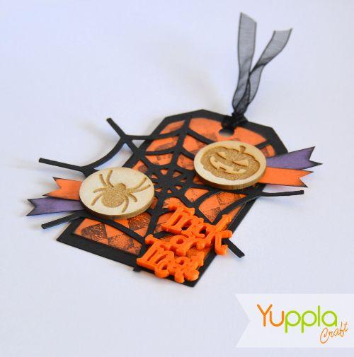 Tag Halloween!!! Realizzata utilizzando alcune nostre decorazioni. #halloween #craftidea #crafting #craft #yupplacraft #scrapbooking