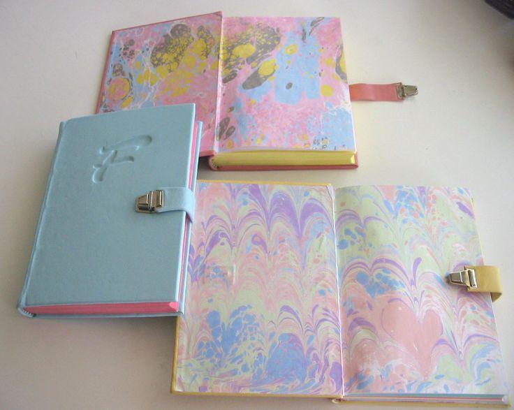 Diarios de vida para niñitas, con guardas marmoladas a mano.