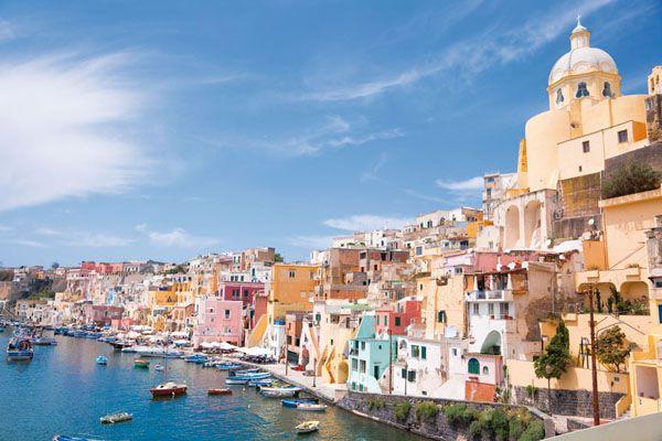 プローチダ島(Procida)や世界各地の旅行・観光の絶景画像|アイディア・マガジン「wondertrip」