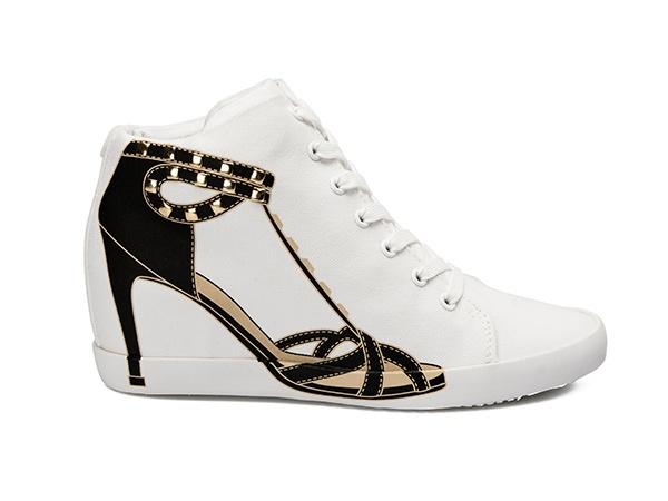 LINDA WEDGE 22 -Scarpa sportiva alla caviglia in canvas di cotone e suola in gomma con tacco interno. Sul lato esterno la stampa della silhouette di una decolletè con cinturini borchiati.