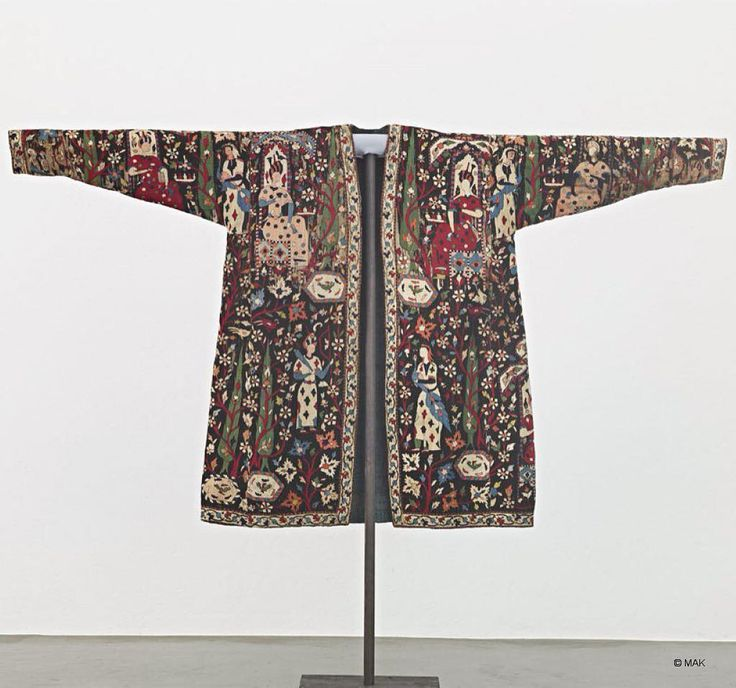 Embroidered #Safavid coat c.1600  Silk, linen, cotton. Austrian Museum of Applied Arts / Contemporary Art #safavidart #persianheritage #embroideredcoat #golobolbol #orientaltextile