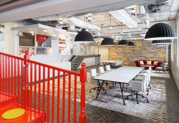 Uno scorcio del nuovo quartier generale Coca Cola a Londra progettato dallo studio MoreySmith. Foto Gilbert McCarragher