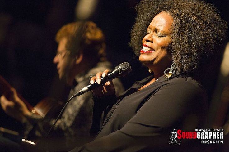 DIANNE REEVES http://www.soundgrapher.com/photolive-dianne-reeves-milano-01112014/