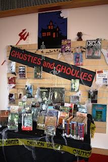 Ghosties and GhouliesLibraries Ideas, Halloween Display, Book Display, Children Libraries, Bulletin Boards, Display Libraries, Libraries Display, Display Ideas, Classroom Libraries