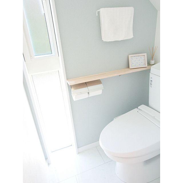 女性で、のIKEA/アクセントクロス/トイレ/パイン材/リクシル/バス/トイレ…などについてのインテリア実例を紹介。「1階のトイレ。このIKEAのタオル、サイズもデザインも気に入っていて、2階トイレでも同じものを使っています。」(この写真は 2016-03-29 20:15:21 に共有されました)