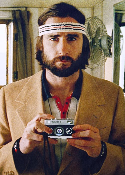 the royal tenenbaums. ah... wonderful Wes Anderson movies. they remind me that we're all a little weird. and fragile.
