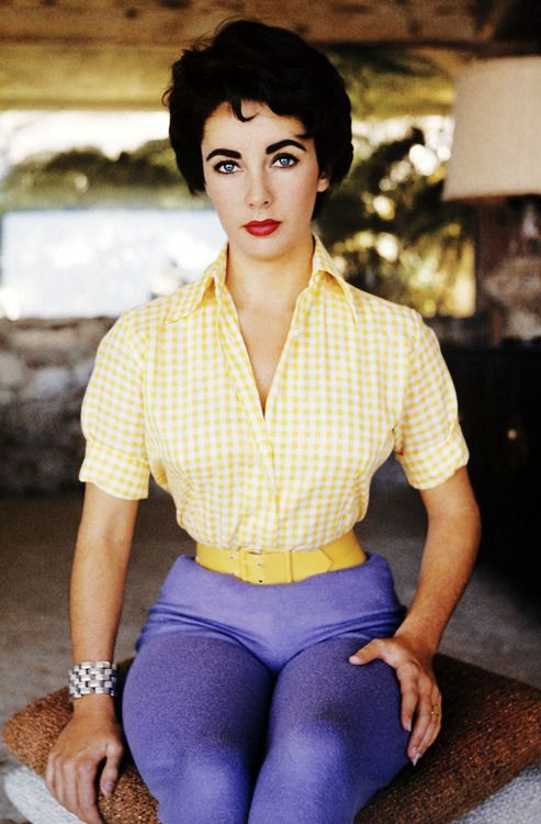 Elizabeth Taylor,photographed by Sanford Roth, 1950s    Wow!! now we know where Rizzo´s got her look