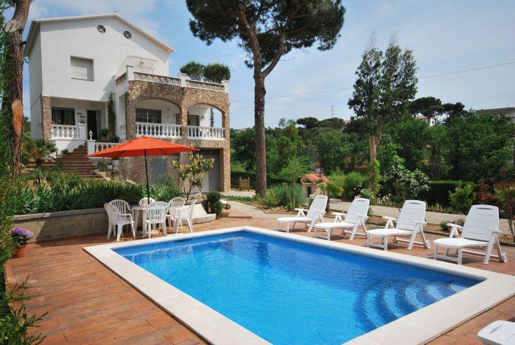 Schöne Villa mit eigenem Schwimmbecken und herrlicher Aussicht auf die Hügel.