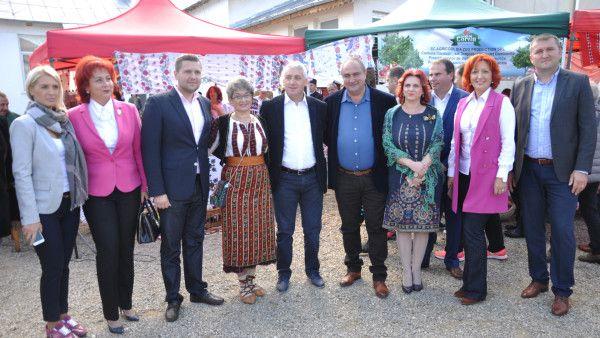 Cântec, joc și voie bună la Festivalul Placintelor de la Candesti | Dambovitalazi.ro