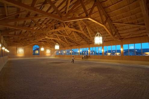 Lovely indoor arena. Schloss Amerang: FOTOS STALL - FOTOS STABLE