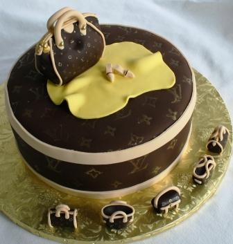 LV Hat Box and Handbags Cake...OMG this is one amazing cake. Congratulations to the Chef.