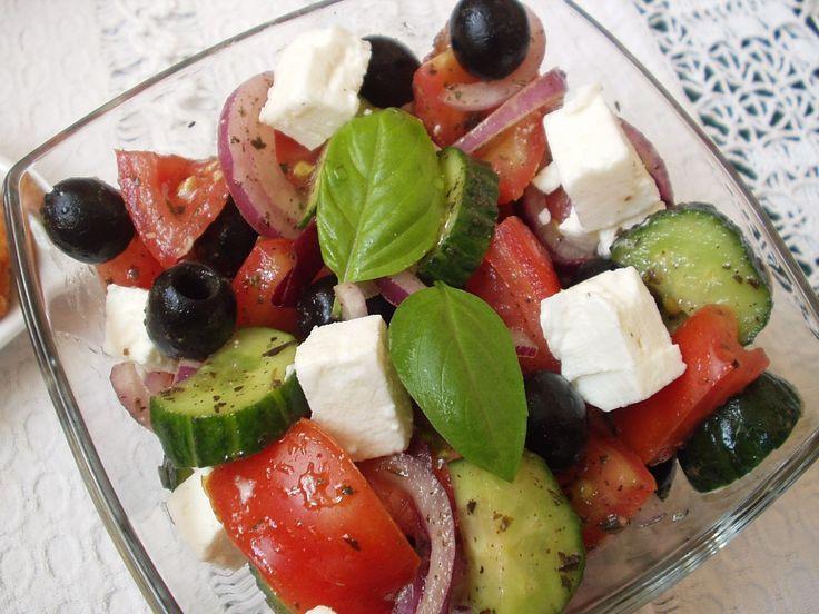 Görög saláta illatos csirkemellel