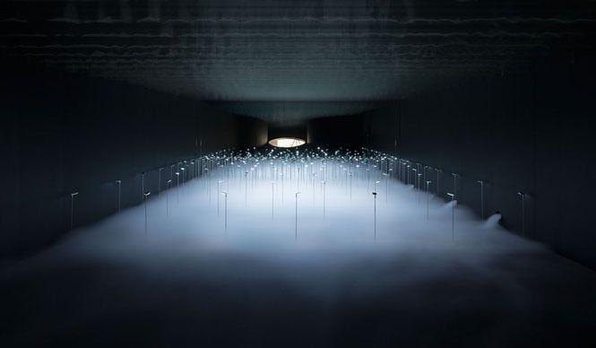 青木昭夫がリポートする「2013年サローネビューイング」 「Kaneka(カネカ)」照明演出を岡安泉照、布の開発を安東陽子、空間設計を大野 力が担当した。Photo by Takumi Ota