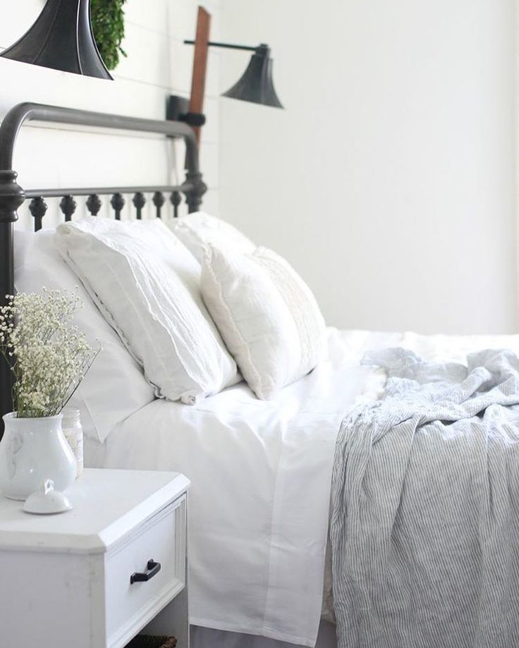 Modern Farmhouse Bedroom: 17 Best Ideas About Modern Farmhouse Bedroom On Pinterest