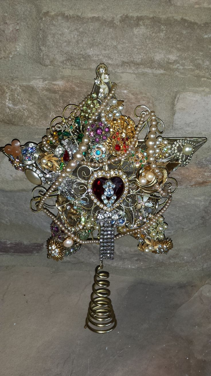 Remember and honor a loved one this Christmas by creating a one of a kind vintage tree topper with odd costume jewelry pieces.!!! Bebe'!!! Great Decorating Idea!!!