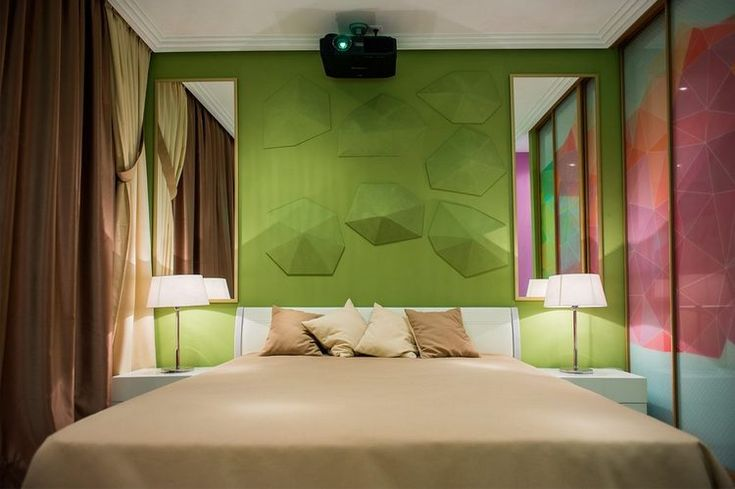 Hálószoba átalakítás - 14m2-es, kényelmes helyiség színekkel pihenésre és pozitív energiára hangolva  This pattern on wall is beautiful.