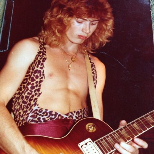Dave Mustaine playing a Gibson Les Paul
