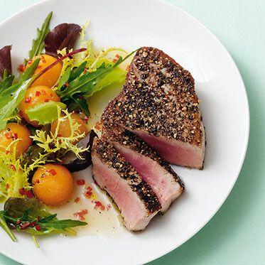 Pfeffer-Thunfisch mit Salat