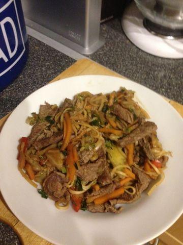 Vicki-Kitchen: Quick beef chow mein (slimming world friendly)