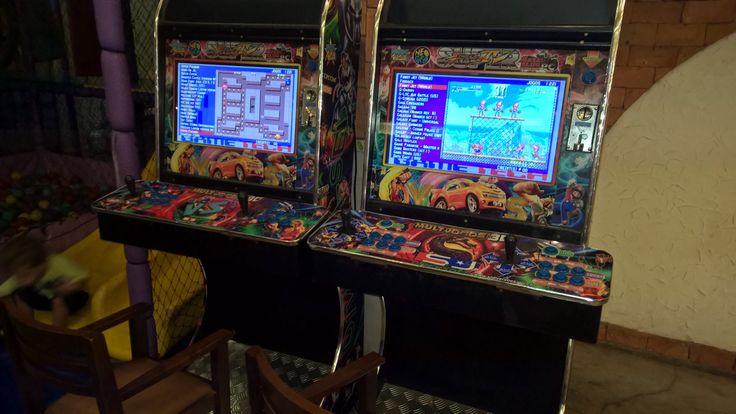 By mandaafaca: Achei em uma pizzaria de BH 221 jogos 1 real a ficha e o vício falando mais alto!  Pensando seriamente em voltar lá pra gravar um vídeo tem emulador até da vida nessas máquinas!  http://youtube.com/mandaafacashow  #games #jogos #fliperama #arcade #retro #retrogames #neogeo #emulator #youtube  #youtubebrasil  #youtuber #humor #maf #mandaafaca #instagaming #gaming #arcade #micrhobbit