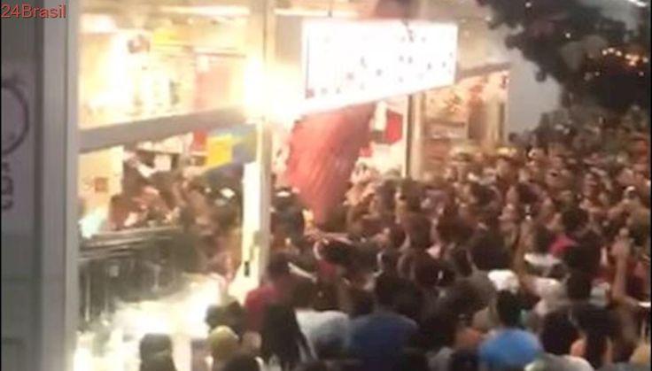 Porta de loja cai sobre multidão que tentava aproveitar a Balck Friday na PB