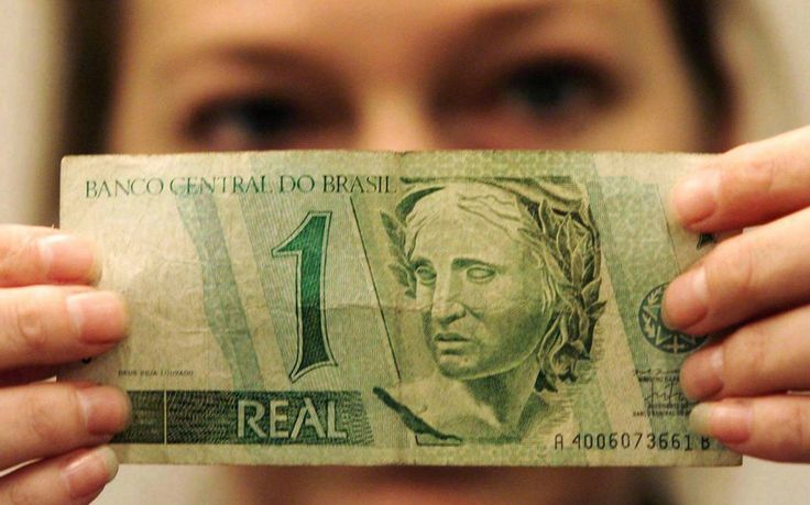 Nova moeda acabou com a hiperinflação, mas preços eram muito diferentes dos de hoje em dia