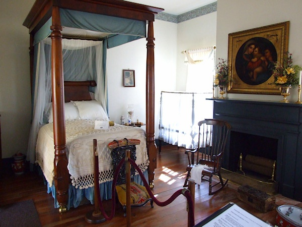 1363 best images about antebellum homes on pinterest for Plantation style bed