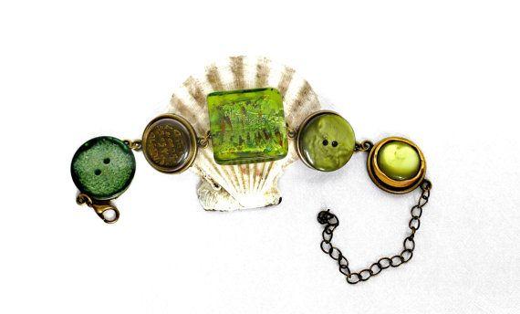 Armband grün khaki Knopf Armband Boho Armband von JewelsbyLonasART