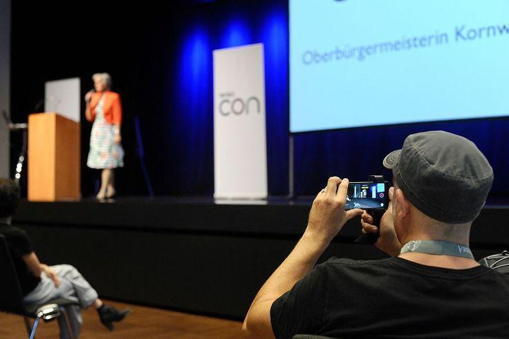 Online-Videos liegen im Trend und auch in der Wissenschaftskommunikation spielen bewegte Bilder inzwischen eine gewichtige Rolle. Das hat seinen Grund: Nie war es leichter, ein kurzes Video zu erstellen:   #android #Filmen #Footage #ios #Praxis #Smartphone #Wissenschaftskommunikation #Workshop #youtube