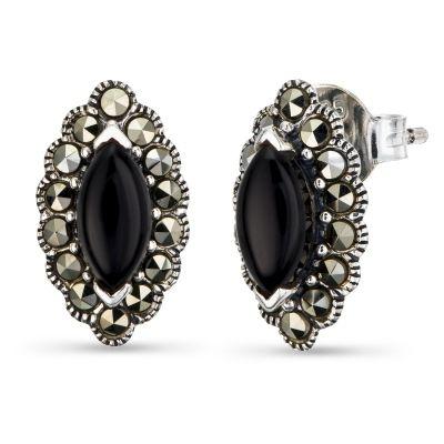 Onyks wspomaga w pokonywaniu przeciwności losu oraz dodaje siły i spokoju. Biżuteria ozdobiona tym kamieniem dodaje tajemniczości i elegancji.
