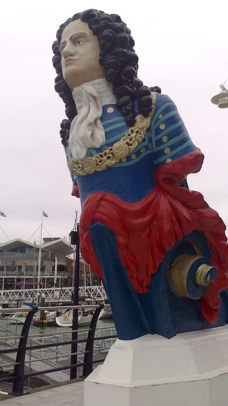 this is a statue at Gunwalf quays
