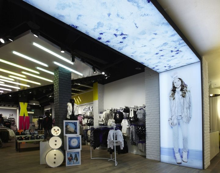 River Island Store by Unibox Retail, Gateshead – Lightbox graphic display; retail design; visual merchandising